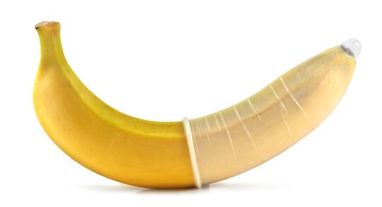 Wie kreuzt man eine Banane mit einem (Latex)Kondom?